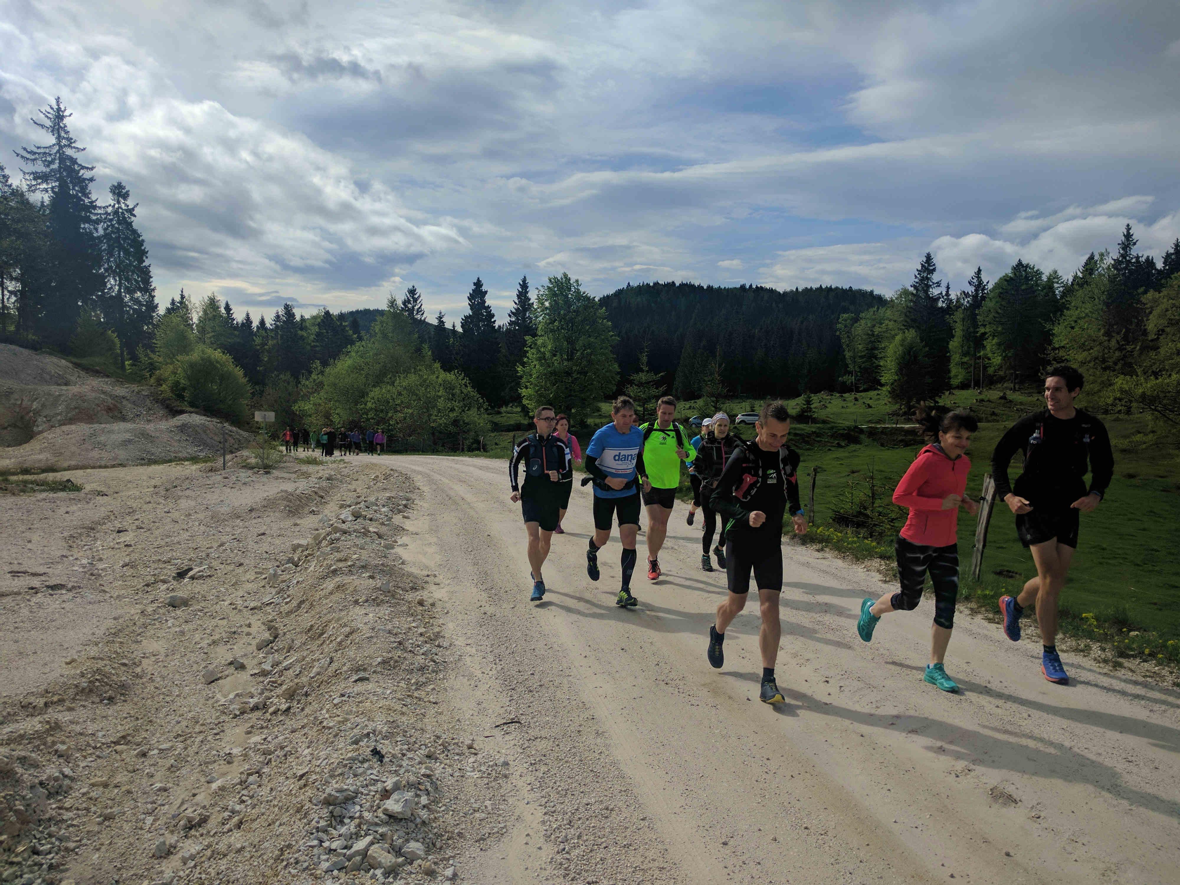 KinVital-tekaška-skupina-na-Veliki-planini