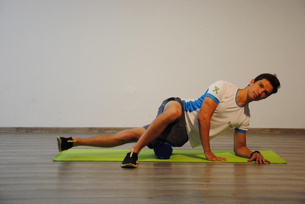 Samomasaža-zunanjega-del- stegenske-mišice