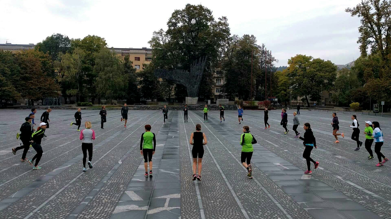skupinski-tek-pred-ljubljanskim-maratonom
