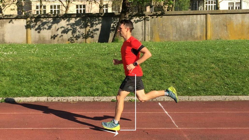 Tek po petah ni nujno problematičen, v kolikor stopalo postavljamo čim bližje projekciji težišča telesa.