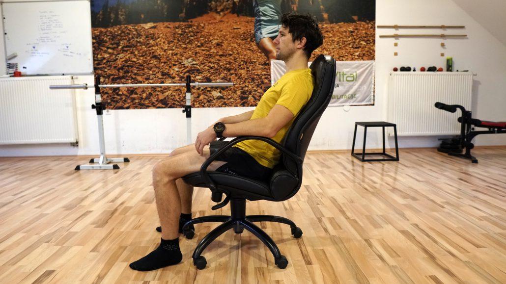 Sproščeno sedenje ob dolgotrajnem sedenju bolj primerno.