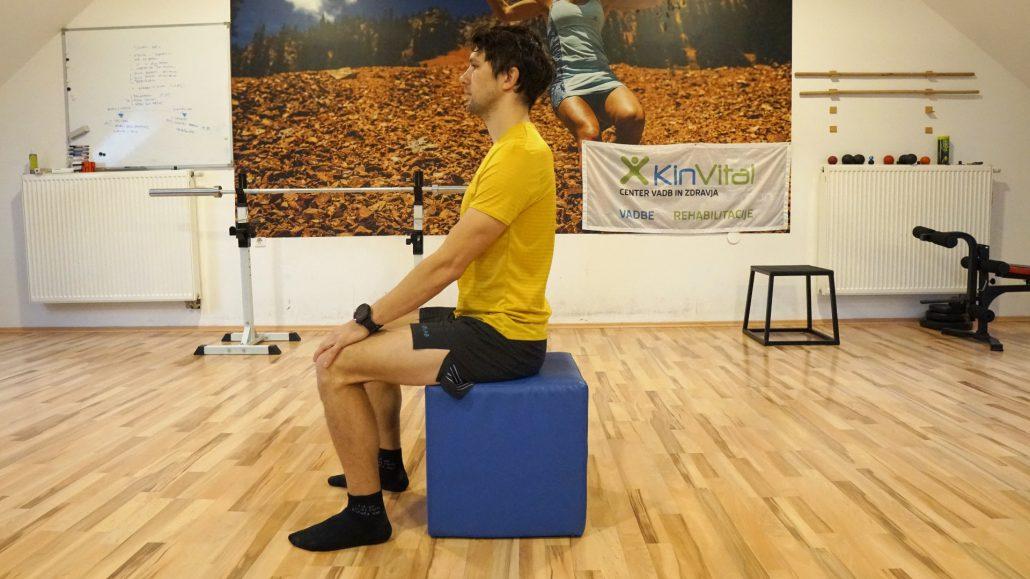 Dolgotrajno vzravnano sedenje lahko negativno vpliva na pojav bolečin v križu